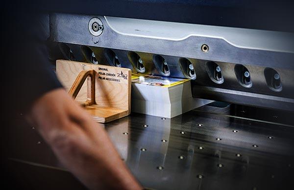 Savoir-faire massicot imprimerie Péré